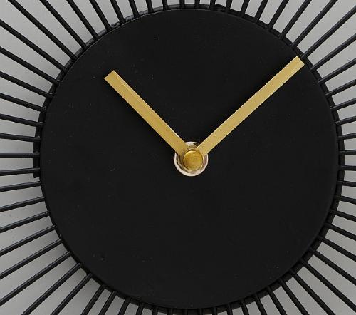 Klok 'Flower', moderne klok zwart met goud, zwarte klok met goud AA, jungle mush collectie, wandklok zwart goud rond