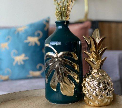 Vaas 'Leaf', trendy vaas groen met goud, stenen vaas goud met groen, moderne trendy vaas, jungle mush collectie, trenchic vazen