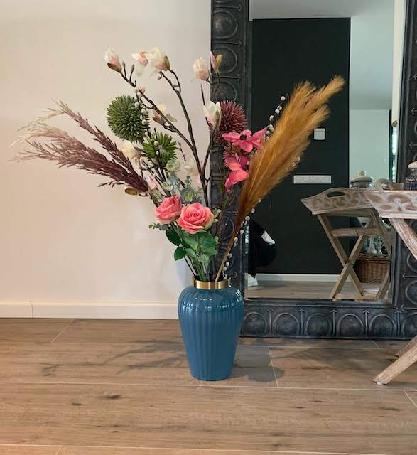 Vaas 'Ribbel', trendy blauw vaas met gouden rand, jungle mush collectie, trenchic vazen blauw