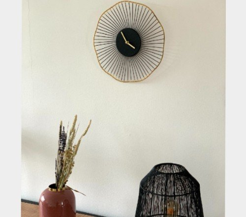 Klok 'Flower', trendy klok, zwarte klok met goud, trendy gouden klok, jungle mush, trenchic, wandklok zwart goud rond