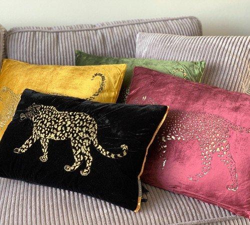 Kussen 'Lopende luipaard', sierkussens, dierenkussen, junglemush, trenchic,Decoratie kussen, 50x35 zwart met goud, dierenprint,352-20-026-Jungle, 3