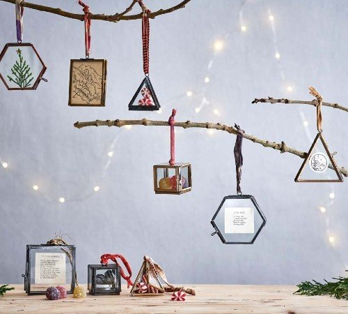 Nkuku 'Kiki box', Duurzame kersthanger, Brons ø4.5 cm 2 stuks, kerstboom versiering, kerst versiering, ND0501-PROS, 2
