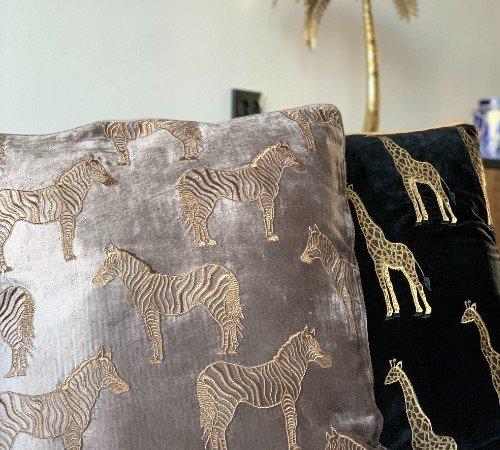 Kussen 'Giraffe', trendy kussen, dierenkussen goud_zwart, modern kussen, junglemush, 310-20-121-Jungle, 2